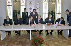 rian_archive_848095_signing_the_agreement_to_eliminate_the_ussr_and_establish_the_commonwealth_of_independent_states